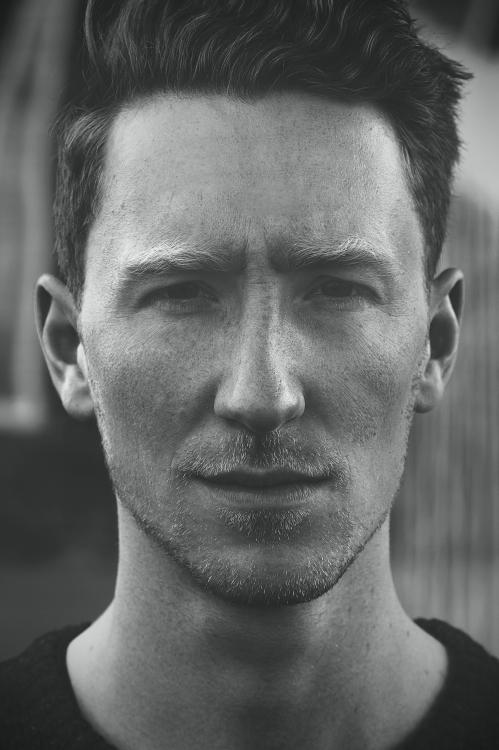 Louis-Portrait-c-Sebastian-Heinze_hoch